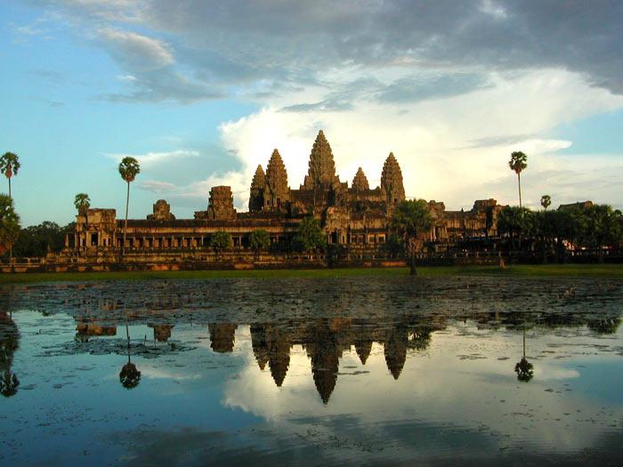 http://1001fact.ru/wp-content/uploads/2010/06/angkor-wat-temple.jpg