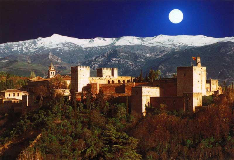 Альгамбра при луне