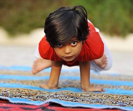 Самый молодой в мире учитель йоги