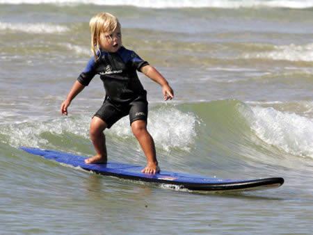 Самый молодой серфингист