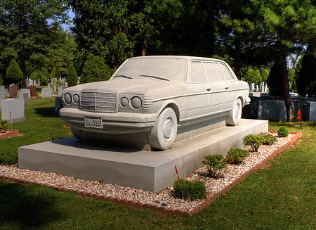 надгробный памятник Mercedes