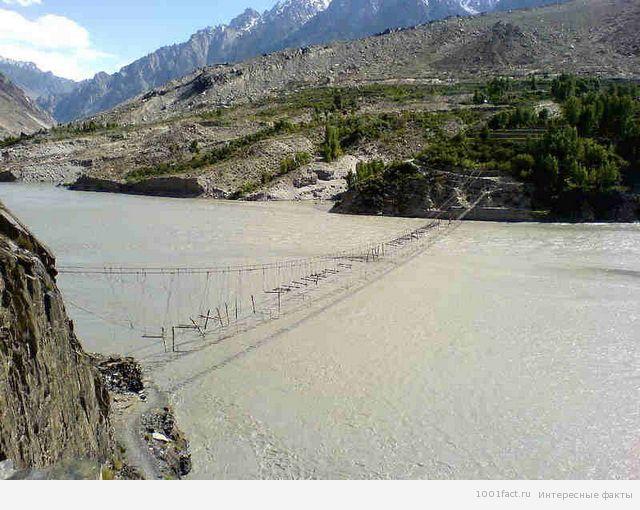 озеро Борит и мост Хуссаини