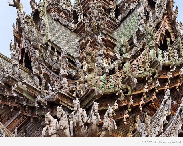 скульптура на храме истины