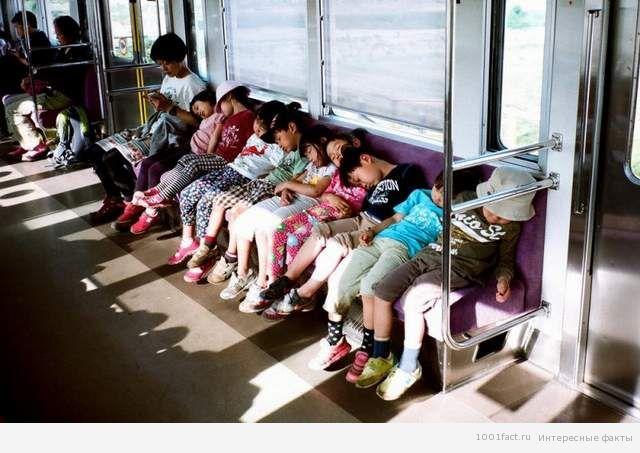 японские дети в метро