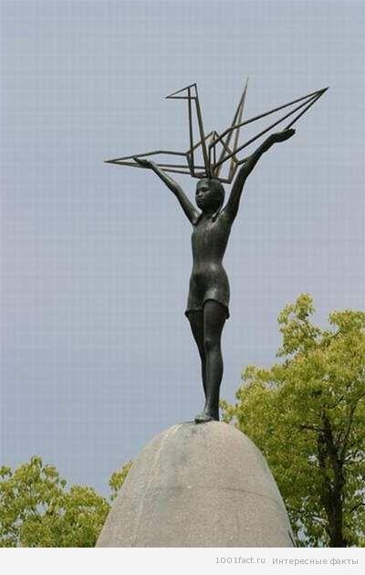 памятник Садако Сасаки