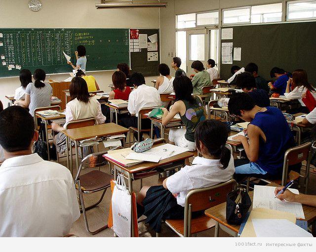 на уроке в японской школе