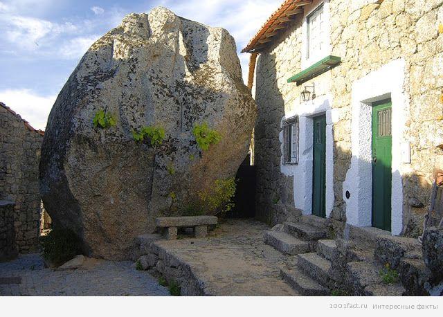дома между камнями