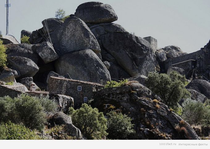 большие камни в Монсанто