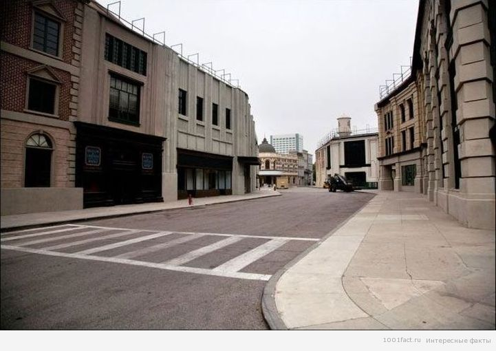 улица на территории Warner Bros.