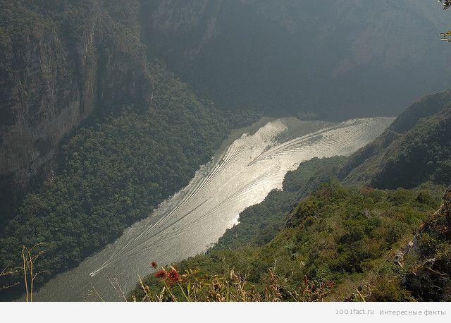 река в каньоне