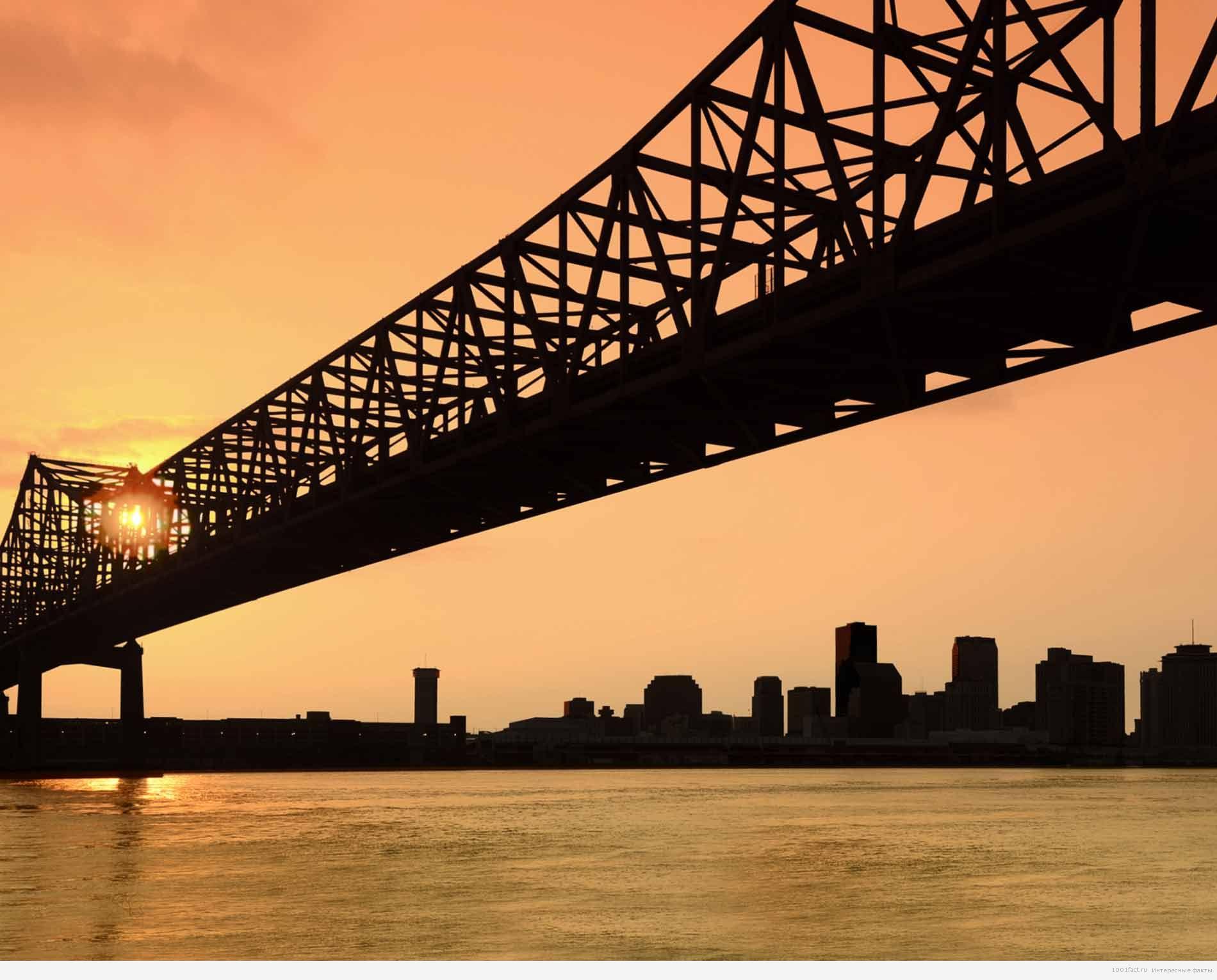 мост соединяет Мандевиль и Метайри