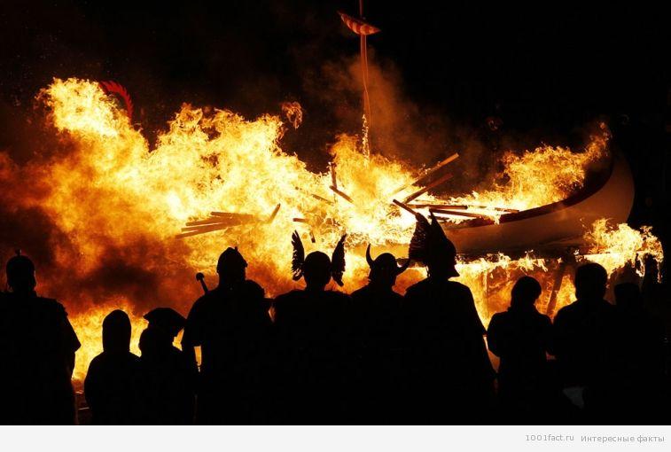 драккар в огне