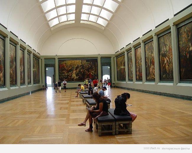 ценности в музее Лувра