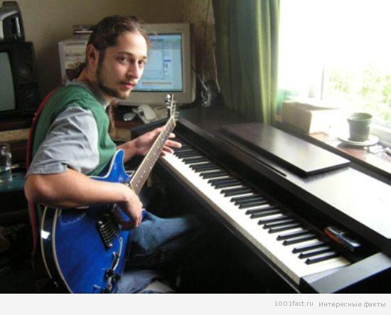 икающий музыкант