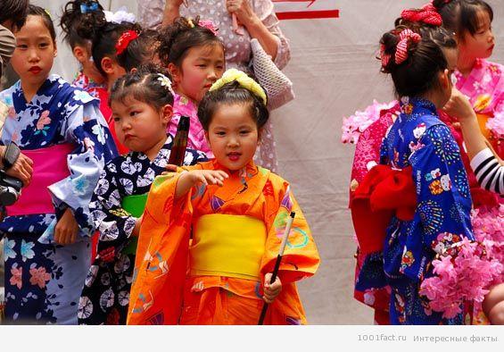 японские девочки на празднике кукол
