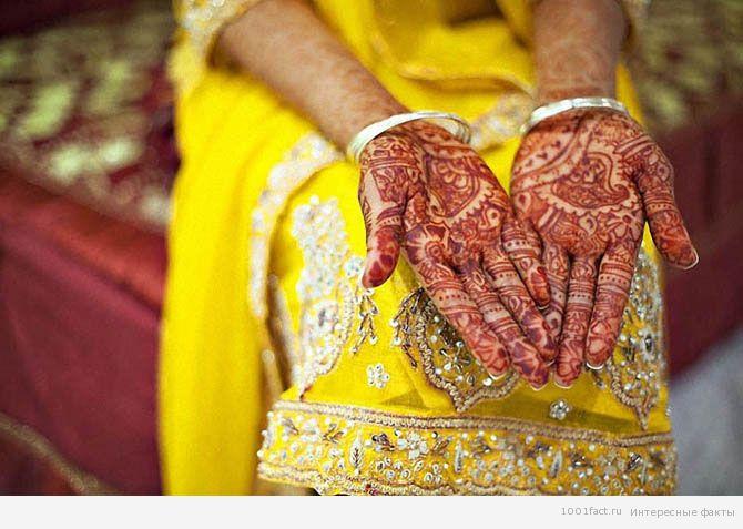 руки кенийской девушки