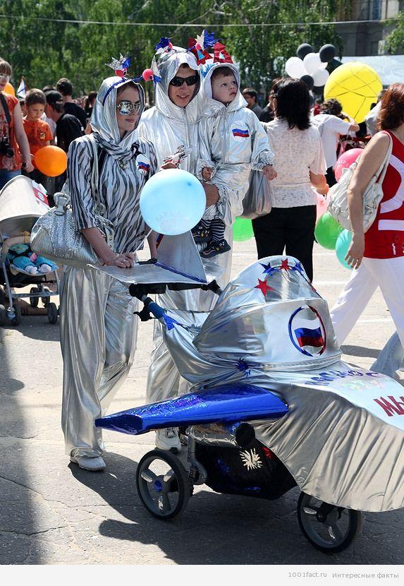 участие семьи в параде колясок