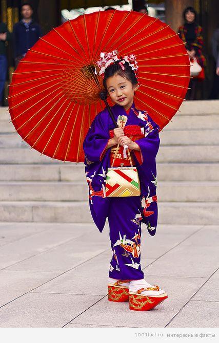 японская девочка на празднике