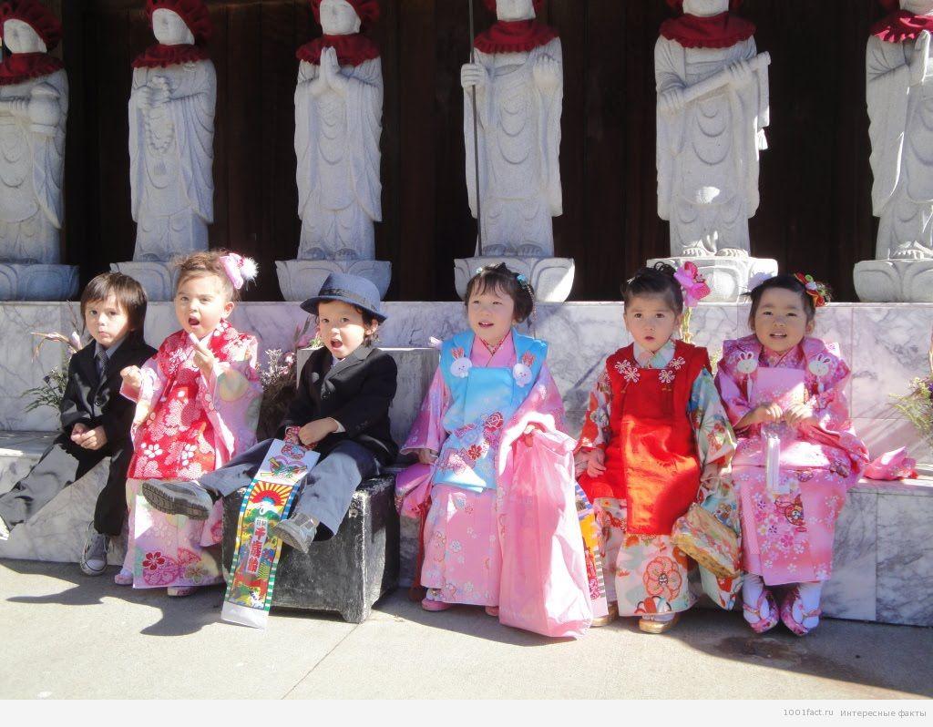 дети на празднике в Японии