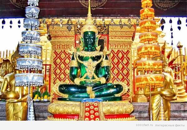 статуя Изумрудный Будда