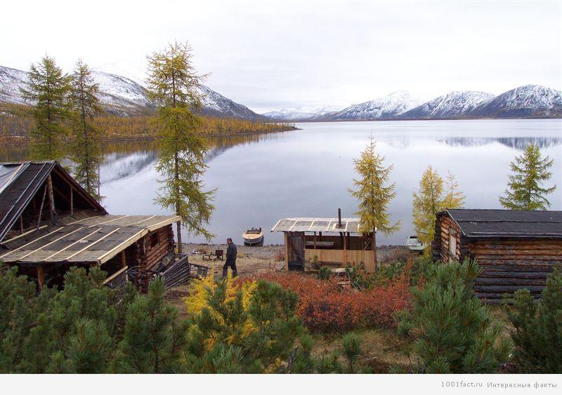 поселок у озера