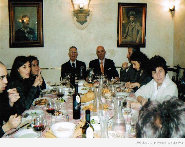 итальянцы за столом